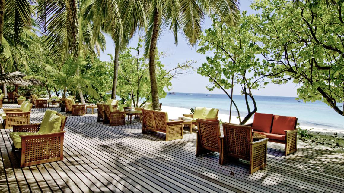 mle-reethi-beach-strandbar.jpg