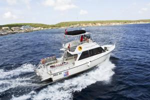 tau-curacao-lions-dive-tauchboot