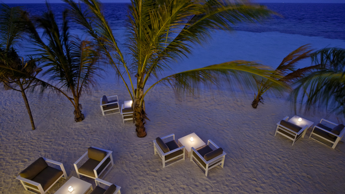 mle-kandolhu-restaurant-strand