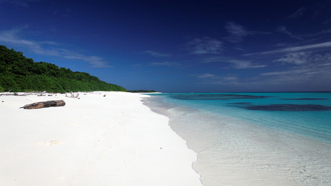 Einsamer Strand auf Du Château, Papua Neuguinea