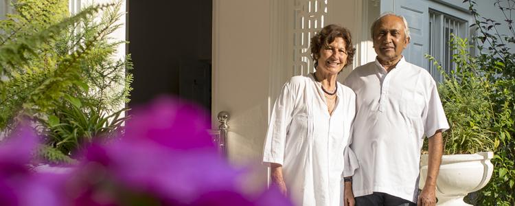 Perfekte Gastgeber: die Schweizerin Rita und der Singhalese Rangie Amitirigala von «Naratale Estate».