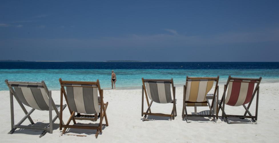 Nochmal etwas Postkartenidylle: Es hat noch Platz an der Sonne. Vielleicht für dich? ((LINK www.manta.ch/reethibeach))