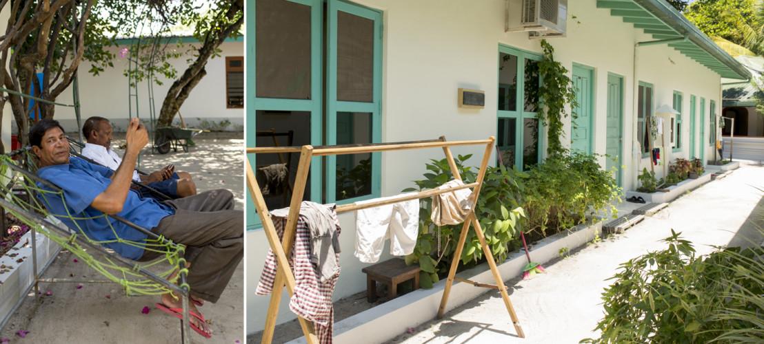 Doch es gibt auch Zeiten für Pausen, Wäsche waschen. Blumenbeetli anlegen. Hier die Eingänge zu den Mitarbeiter-Zimmern.
